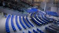 Gähnende Leere im Plenarsaal: Zumindest an manchen Tagen könnte es hier nach der kommenden Bundestagswahl voll werden.