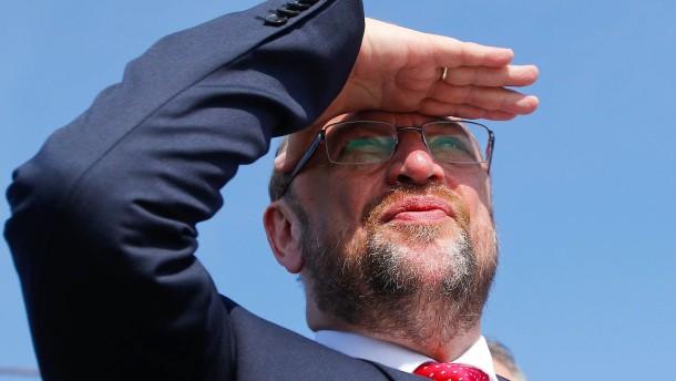 Schulz greift Merkel an. Und trifft sich selbst