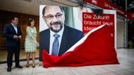 Stellten im Willy-Brandt-Haus das Wahlkampfkonzept der SPD vor: Hubertus Heil und Juliane Seifert