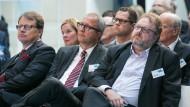 Andreas Voßkuhle (Mitte), Präsident des Bundesverfassungsgerichts, Thomas Matussek (links), Geschäftsführer der Alfred Herrhausen Gesellschaft, und Jürgen Kaube (rechts), einer der Herausgeber der F.A.Z.