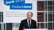 Hamburgs Erster Bürgermeister Scholz spricht sich gegen eine Absenkung des Mindestlohns für Flüchtlinge aus.