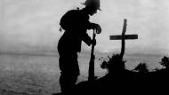 Am 25. April wird in Australien, Neuseeland und Tonga der Soldaten gedacht, die bei der Schlacht um die türkische Halbinsel Gallipoli gefallen sind.