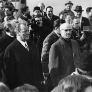 Brandt in Begleitung von Willi Stoph, dem Vorsitzenden des Ministerrates der DDR