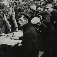 Warschau, August 1920: Die Registrierung Freiwilliger für die Verteidigung der Stadt gegen die Rote Armee