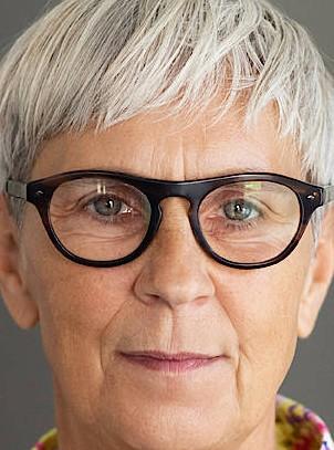 Renate Bühn, 1962 geboren in Bremen, ist seit 35 Jahren als Aktivistin, Sozialpädagogin und Künstlerin politisch und künstlerisch gegen sexualisierte Gewalt und Täterschutz aktiv. Seit 2015 ist sie Mitglied des Betroffenenrates beim Unabhängigen Beauftragten für Fragen des sexuellen Kindesmissbrauchs.