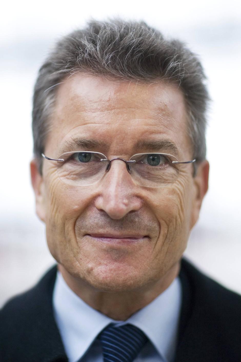 Professor Dr. Wolfgang Huber bekleidete von 1994 bis 2009 das Amt des Bischofs der Evangelischen Kirche Berlin-Brandenburg-schlesische Oberlausitz, von 2003 bis 2009 war er auch Vorsitzender des Rats der Evangelischen Kirche in Deutschland (EKD). Dem im Jahr 2001 gegründeten Deutschen Ethikrat gehörte Huber bis zu der Übernahme des Ratsvorsitzes an.