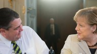 Kaum Dissens über die nächsten Schritte in der Energiewende, dank der Vorarbeit des damaligen Umweltministers Altmaier: Sigmar Gabriel und Angela Merkel am Donnerstag in Meseberg