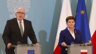 Unterschiedliche Sichtweisen: der Vizepräsident der EU-Kommission Timmermans und die polnische Ministerpräsidentin Szydlo im Mai in Warschau.