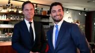 """Der niederländische Ministerpräsident Mark Rutte und  Thierry Baudet von der Partei """"Forum für Demokratie"""" vor ihrer Debatte."""