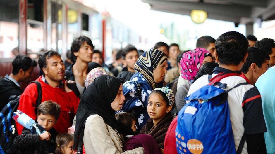 Flüchtlinge am Bahnhof in Freilassing. Eine Studie zeigt, 70 Prozent wollen für immer hier bleiben.