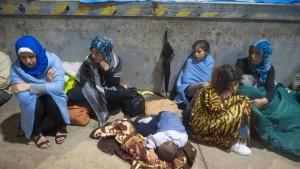 Ungarn stoppt Flüchtlingstransporte an die Grenze
