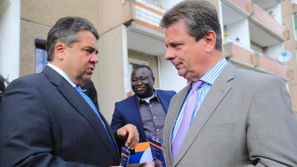 Gabriel besucht Magdeburger Flüchtlingsunterkunft