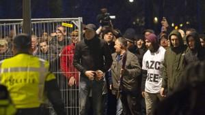 Heftige fremdenfeindliche Krawalle in den Niederlanden