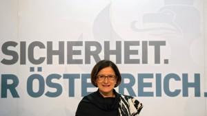 Österreichs Innenministerin in Athen nicht willkommen