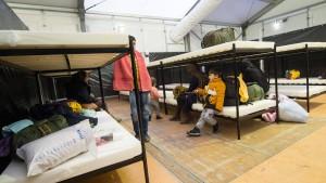 Flüchtlinge müssen auch in Deutschland Bargeld abgeben