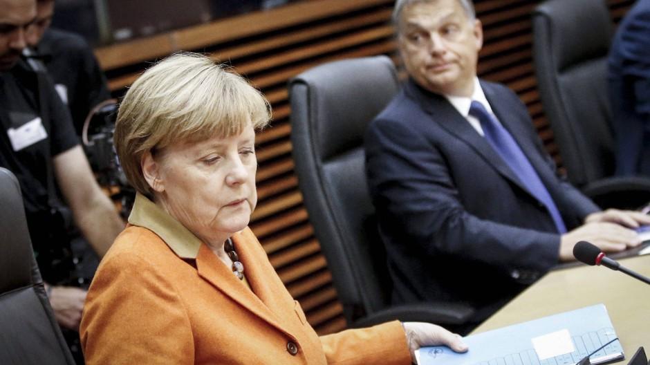 Merkel und Orban vergangenes Jahr in Brüssel. Zwischen ihnen herrscht Uneinigkeit in der Frage nach gerechter Verteilung von Flüchtlingen unter den EU-Staaten.