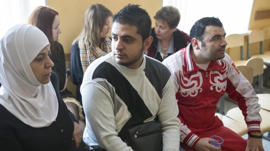 Eine Gruppe syrischer Flüchtlinge in Losino-Petrovsky nordöstlich von Moskau