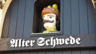 """Portal des historischen Gasthauses """"Alter Schwede"""" in Wismar"""