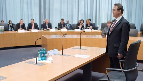 Friedrich belastet früheren Staatssekretär