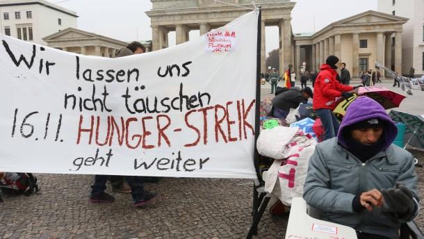 Hunger-Streik von Flüchtlingen in Berlin geht weiter