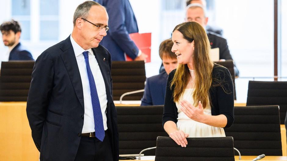 Peter Beuth (CDU) und Janine Wissler (Die Linke) im Hessischen Landtag (Archivbild)