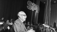 Die Befreiung der SPD: Der Vorsitzende Erich Ollenhauer 1959 in Godesberg.