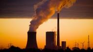 """""""Es gibt also ein Problem, das unabhängig vom Ausstieg aus der Kohleindustrie besteht. Damit wir die Reduktion von Treibhausgasemissionen in der Landwirtschaft, im Gebäudesektor und im Verkehr beschleunigen können, fordere ich auf Bundesebene ein adäquates Maßnahmenpaket"""", sagte der baden-württembergische Umweltminister Franz Untersteller."""