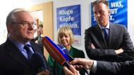 Der Ministerpräsident Sachsen-Anhalts, Reiner Haseloff (CDU, l-r), die Grünen-Landesvorsitzende Cornelia Lüddemann und der SPD-Landesvorsitzende, Burkhard Lischka am 16. April in Magdeburg.