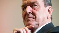 Altkanzler Schröder mischt sich in Spionageaffäre ein