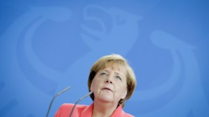Merkel: Rechtsextreme in Heidenau sind abstoßend