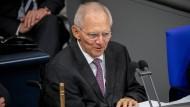 Wie ein gestrenger Lehrer: Bundestagspräsident Schäuble fordert mehr Kompromissbereitschaft.