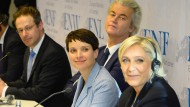 Verstehen sich blendend: Geert Wilders von der niederländischen Freiheitspartei (zweiter von links), Frauke Petry (Mitte) und Marine Le Pen von der Front National (rechts).