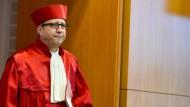 Verdienen Richter in Deutschland genug? Mit dieser Frage befasst sich Bundesverfassungsgerichtspräsident Andreas Voßkuhle.