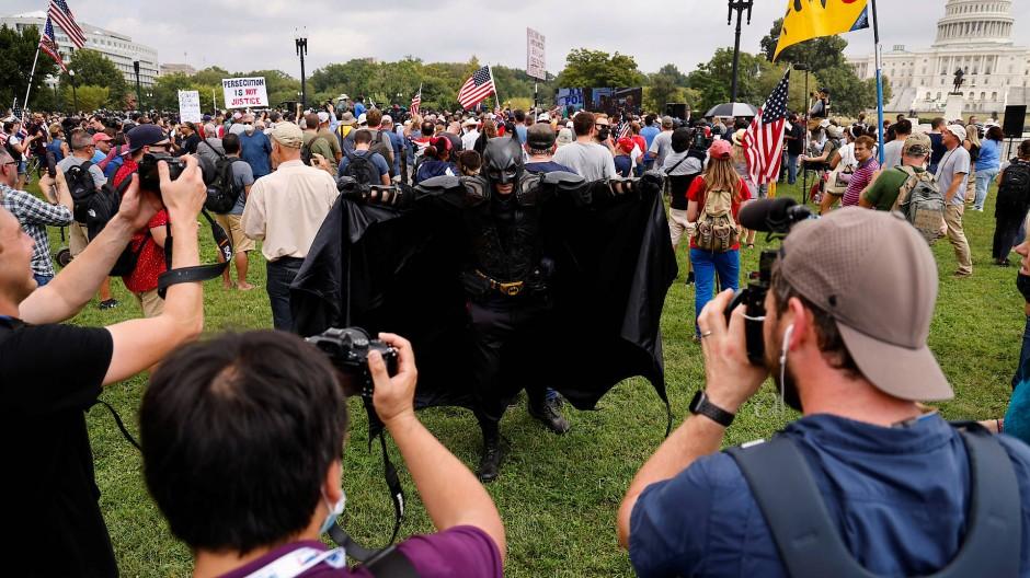 Mit Batman-Kostüm: Teilnehmer einer Pro-Trump-Demonstration am Samstag in Washington