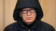 Der ehemalige Agent Werner Mauss beim Prozessauftakt im September im Verhandlungssaal des Landgerichts in Bochum