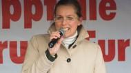 Im April 2015 durfte Tatjana Festerling noch auf der Pegida-Demonstration auf dem Altmarkt in Dresden auftreten.