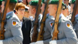Kramp-Karrenbauer will Ministeramt aufwerten