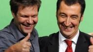 Werden Konkurrenten: Die Grünen-Politiker Robert Habeck und Cem Özdemir im Jahr 2011.