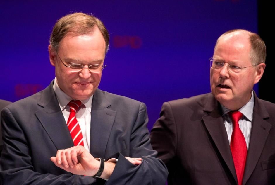 Der SPD-Spitzenkandidat bei der Landtagswahl 2013 in Niedersachsen, Stephan Weil (l.), neben  SPD-Kanzlerkandidat Peer Steinbrück