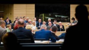 Abgeordneter beschimpft andere Parteien als Volksverräter