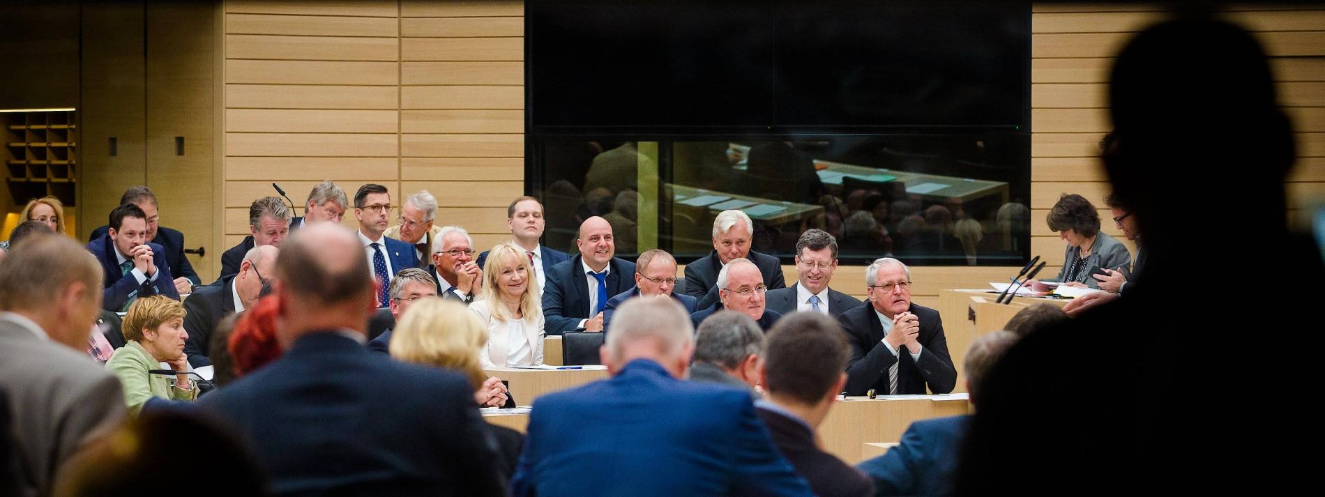 """Abgeordneter beschimpft andere Parteien als """"Volksverräter"""""""