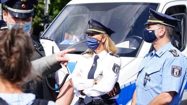 """Berliner Polizeipräsidentin: """"Mich beschämen diese Bilder sehr"""""""