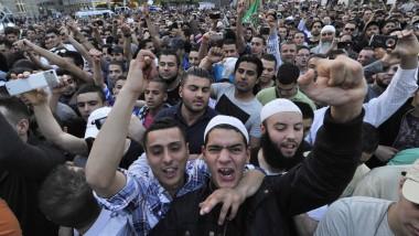 Im Fokus der Sicherheitsbehörden: Anhänger des Salafisten-Predigers Pierre Vogel bei einem seiner Auftritte in Frankfurt