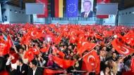 Lohnender Wahlkampfauftritt: AKP-Anhänger am 10. Mai in Karlsruhe