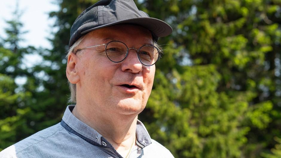 Mit ihm ist noch zu rechnen: Reiner Haseloff (CDU), Ministerpräsident von Sachsen-Anhalt, bei einer Brockenwanderung  im vergangenen Juni