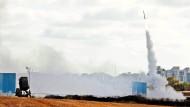 """Das israelische Raketenabwehrsystem """"Iron Dome"""" am Montag im Einsatz gegen eine aus dem Gazastreifen abgefangene Rakete"""