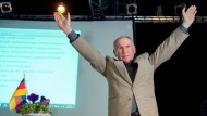 """Josef Dörr, der Vorsitzende der saarländischen AfD, freut sich über eine gewonnene """"Vertrauensabstimmung""""."""