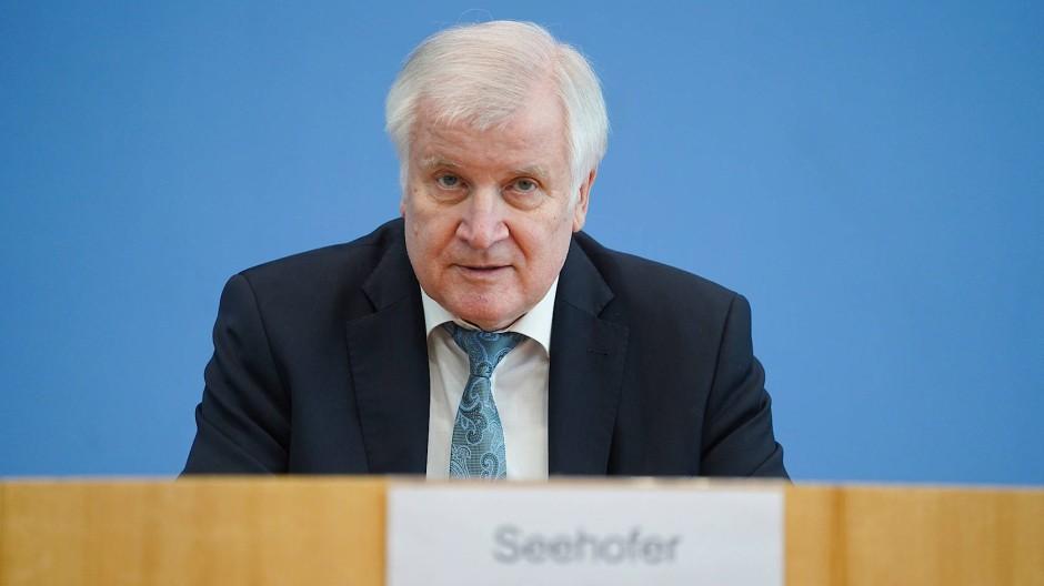Sieht Abgeordnete in der Pflicht, sich um IT-Sicherheit im Wahljahr zu kümmern: Bundesinnenminister Horst Seehofer