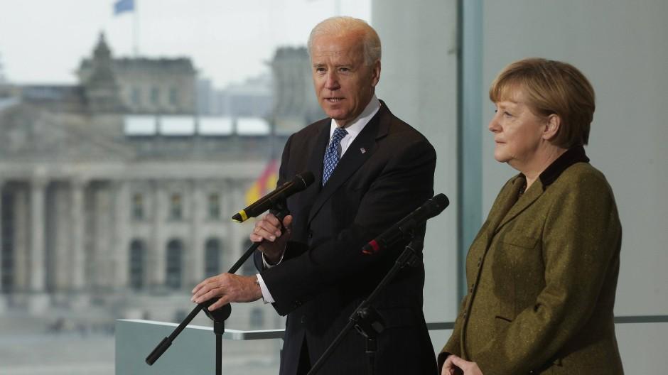 Joe Biden, damals Vizepräsident der Vereinigten Staaten, 2013 bei einem Treffen mit Bundeskanzlerin Angela Merkel in Berlin