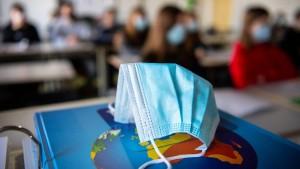 Wissenschaftler kritisieren volle Klassen